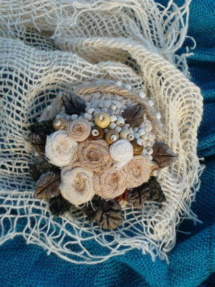 Грезы о былом.... Основа броши связана из ткани,окрашенной травами.(пересылка только по России,цена указана с учетом…