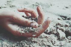 6 natürliche Hausmittel gegen spröde & raue Hände.