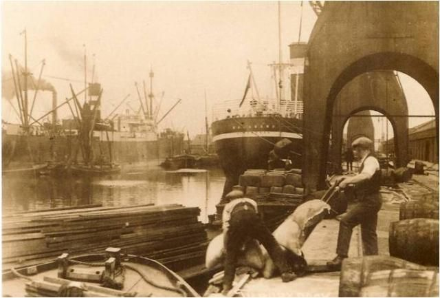 Tilbury Docks 1920's: E2BN Gallery