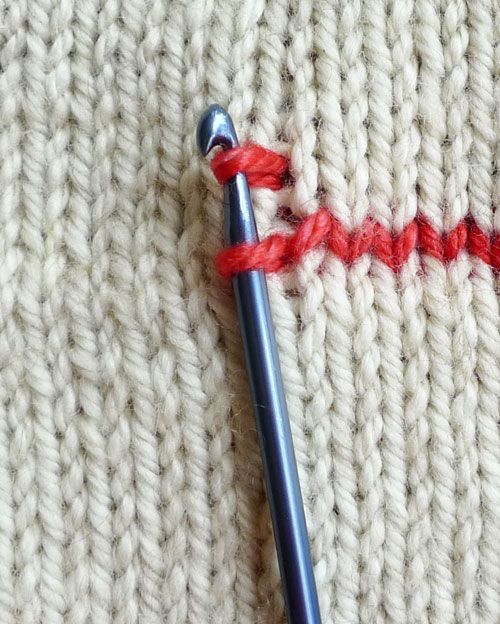How to crochet vertical stripes on knitting + hemming - the purl bee