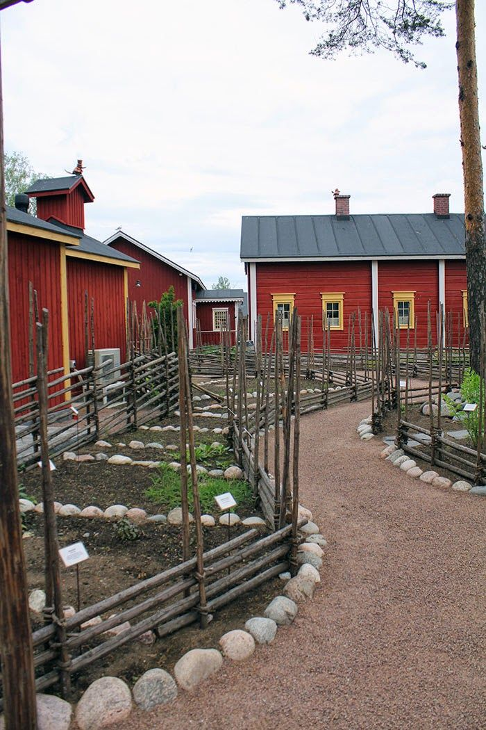 Maatilan maisemia Koiramäessä. Doghill @ Särkänniemi. #sarkanniemi #tampere visit: http://www.sarkanniemi.fi