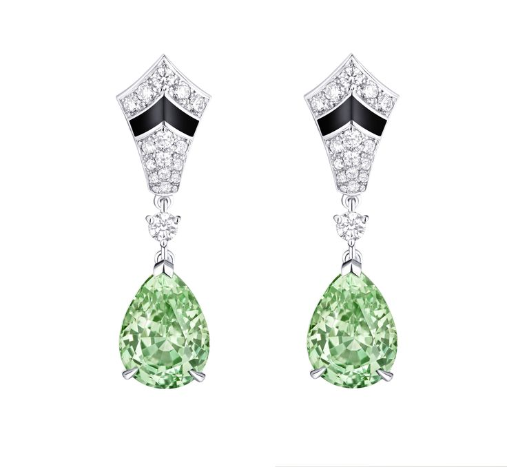 Delicate green tones from this tsavorite tell us its from the Merelani mine in Africa. Louis Vuitton has delved into the depts of it to bring us the rarest and best new finds in the jewellery world. #jewelry #style. See more: http://www.thejewelleryeditor.com/videos/louis-vuitton-watches-and-jewellery/revealed-louis-vuittons-bold-new-blossom-high-jewellery-collection/