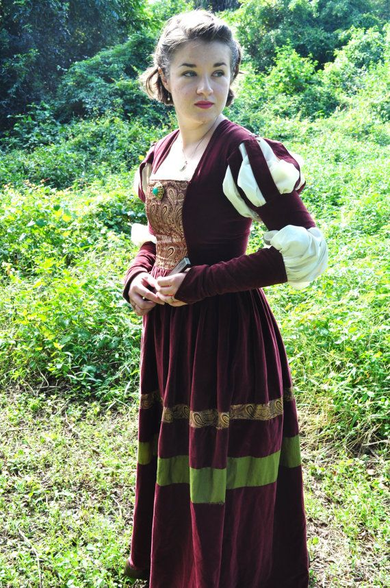 16th century dress. I really like sleevs, dunno if the upper part will suit me though. I could consider breaking up the skirt with colour like this too, to creative a more interesting design, but I also like simplicity. Annabelle.. well.. she is a bit much isn't she? She might like it.