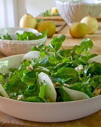 Asian Pear & Arugula Salad ~ This simple salad has a perfect mix of bitter (arugula), sweet (Asian pear), tangy (lemon dressing) and crunchy (pumpkin seeds). Try it with green apples or Bosc pears if Asian pears are hard to find