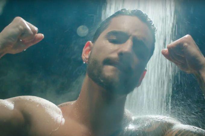 """Maluma sensualiza sem camisa no clipe de """"Felices Los 4"""""""