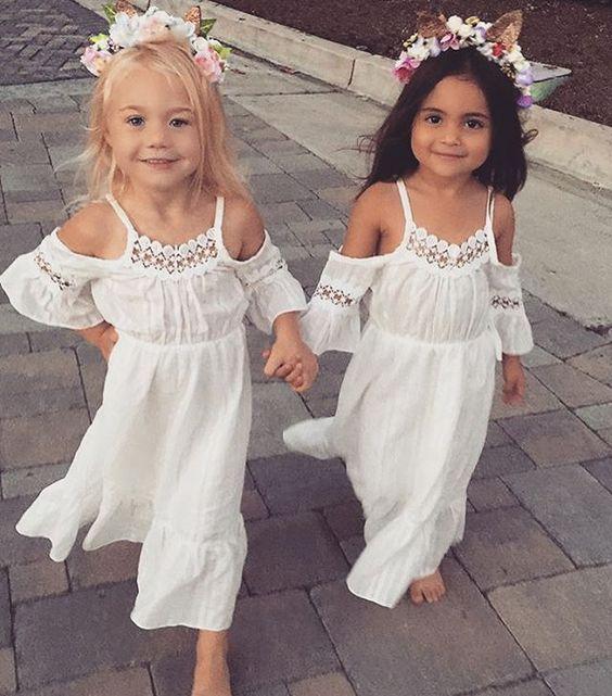 En www.wonderfiesta.com nos encantan estas damas de honor de estilo hippy ibicenco.