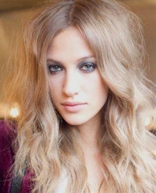 Hey, Mädchen? Was ist deine nächste Frisur? Oder welche Haare willst du für die nächste Party anziehen? Ich denke, dass eine Boho Frisur die beste Wahl wäre. Ein Boho Haar kann Frauen ein romantisches und hübsches Aussehen geben, so wird es von Frauen verehrt. Heute werde ich Ihnen einige stilvolle boho wellige Frisuren präsentieren. Lange … #capellicorti #capellicorti2018 #capellicorticonfrangia #capellicortiricci –
