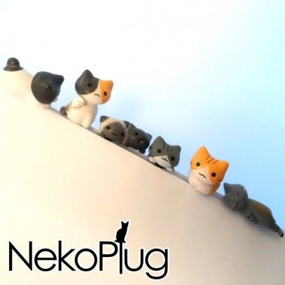 Cute kittens clinging on your smartphone! These kawaii kittens are both cute and useful: they give a touch of love to your smartphone, and at the same time they protect the headphone jack from dust and water. The sweetest way to take care of your device!