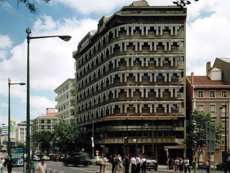 Frajinhas Building, Lisbon, Portugal. Nuno Teotónio Pereira and João Braula Reis 1965-1967