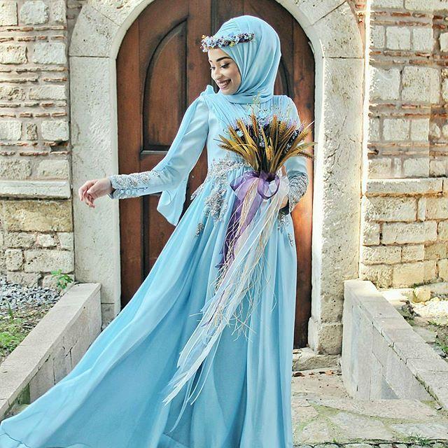 Congrats to this gorgeous bride dressed in blue 💙 Captured by the talented @dusfotografcisi  from Turkey 💐📷 . . . #gelinlik #nisan #nişanlık #fotografcekimi #nisancekimi #gelin #damat #fotoğraf #wedding #weddingdress #mavi #weddingphotographyy #dugun #dugunfotograflari #muslimwedding #muslimweddings #nikah #nikaah #weddingku #weddingstory #pengantin #pengantinmuslim #pengantinmuslimah #hijabi #bluedress #muslimbridal #muslimbride #muslimweddingideas #weddingphotographer…