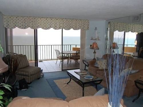 Maison Sur Mer 2204 Myrtle Beach (South Carolina) Situated 1.9 km from Carolina Opry Theater in Myrtle Beach, this air-conditioned apartment features a balcony with sea views. The unit is 6 km from Myrtle Beach SkyWheel.  The unit is equipped with a kitchen.