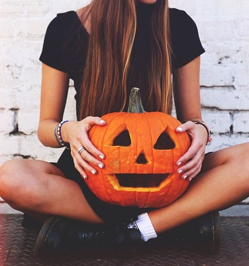 Halloween pumpkin /lnemnyi/lilllyy66/ Find more inspiration here: http://weheartit.com/nemenyilili/collections/100230272-autumn-fields