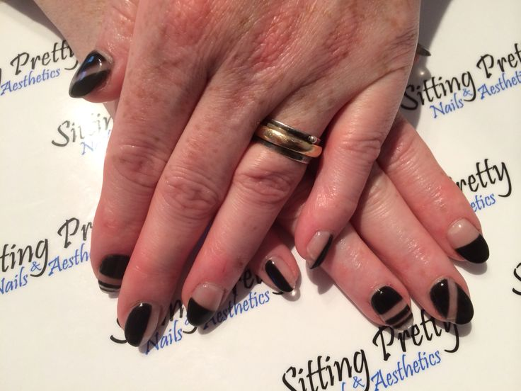 Negative space gel nails #sittingpretty
