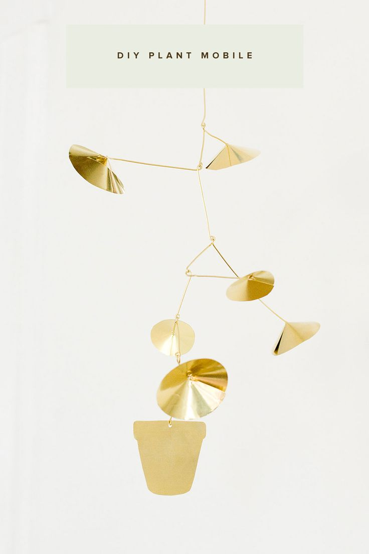 Looking for a fun weekend project? Click in to learn how to make this plant mobile hanger from @ruffled! This adorable design is made from brass sheets, and wire.