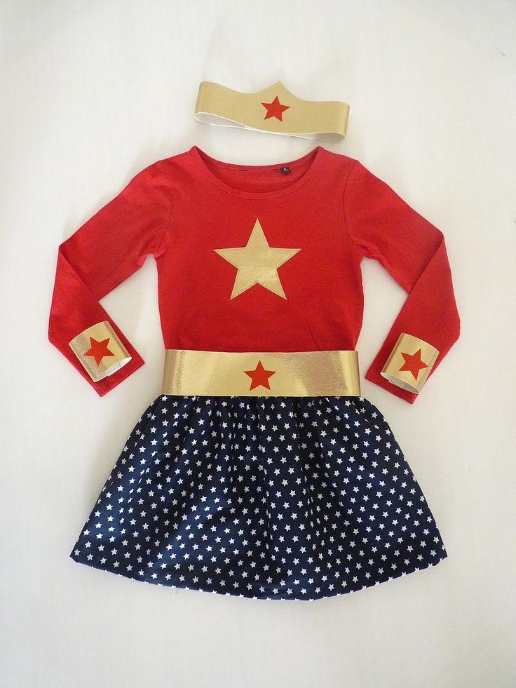 Déguisement de Super Héroïne T.4-6 ans t.shirt, jupe, bandeau, ceinture et manchettes : Ecole et loisirs par la-fee-brochette
