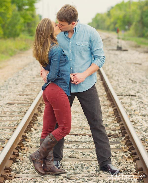 What to wear for fall engagement pics