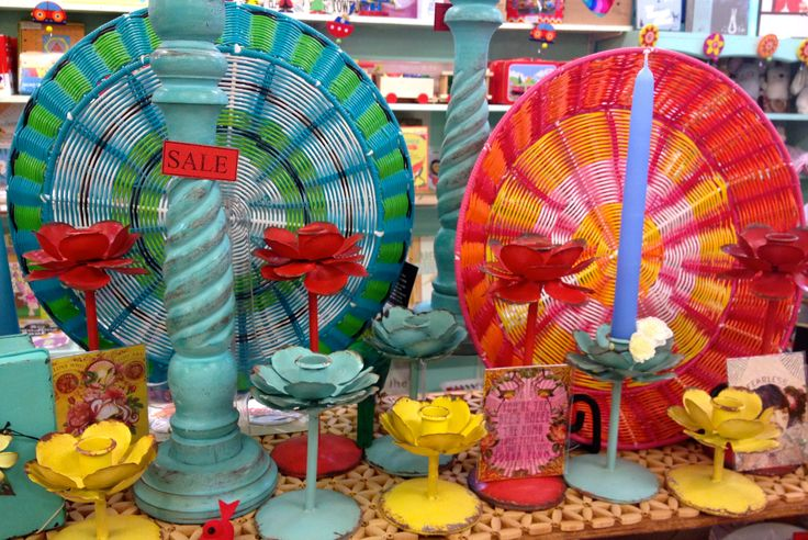 We love colour!  These flower candle holders are just too cute - would love a bunch of them!