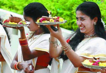 Stars lend their glitter to Onam celebrations !!!
