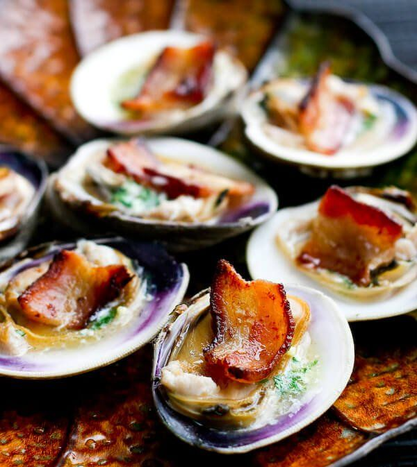 Clams Casino Recipe with Bacon ditches the soggy breadcrumbs, and instead features crisp, smoky bacon with a garlic and white wine butter. ~ http://steamykitchen.com