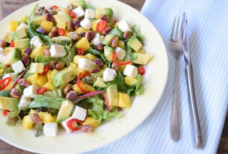Zomer betekent voor mij heel veel fruit en heel veel salade. Jep, als het warm is heb ik echt behoefte aan die twee dingen. En wat doen we dan? Juist, combiner