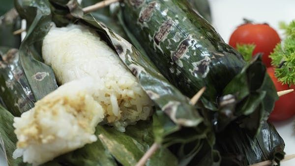 Recipe with video instructions: Made with glutinous rice and filled with shredded chicken, these savory snacks wrapped in banana leaves are perfect for any celebration. Ingredients: 100 grams white glutinous rice, wash them clean, 50 grams Rice, wash them clean, 250 milliliters coconut milk, 2 sheets of bay leaves, 100 grams minced chicken, 1 teaspoon worcester sauce, Yellow seasoning:, 3 cloves shallot, 2 cloves of garlic, 2 pcs candlenut, 1 centimeter galangal, 1 centimeter turmeric, 1…