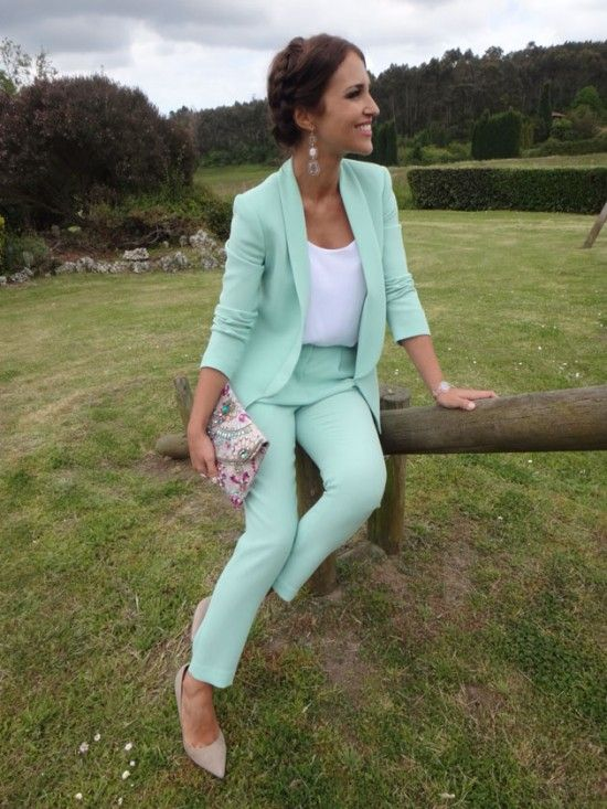 El traje chaqueta, una buena opción para bodas en primavera y otoño