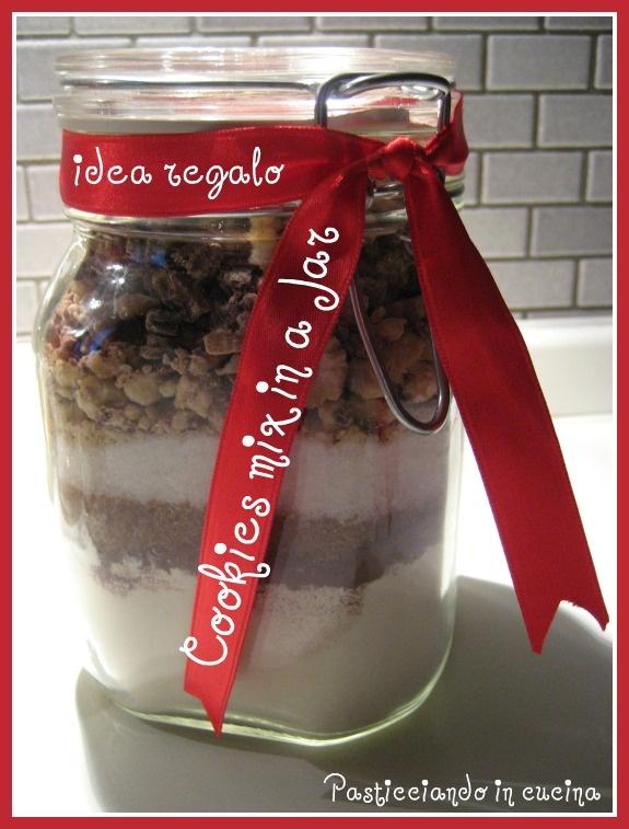 Pasticciando in cucina: Idea regalo: Cookies Mix in a Jar...ovvero Biscotti nel Barattolo!...e tanti auguri!