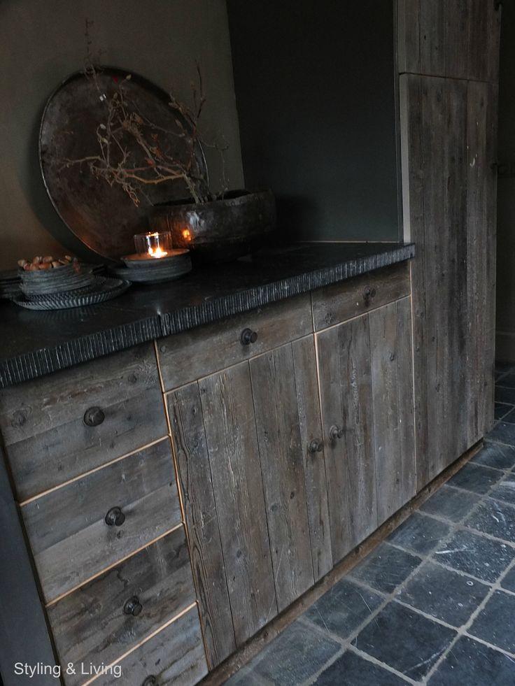 Stoere keuken van oud hout | Rustic Kitchen old wood | sober | doorleefd | landelijk | www.stylingandlivingshop.nl