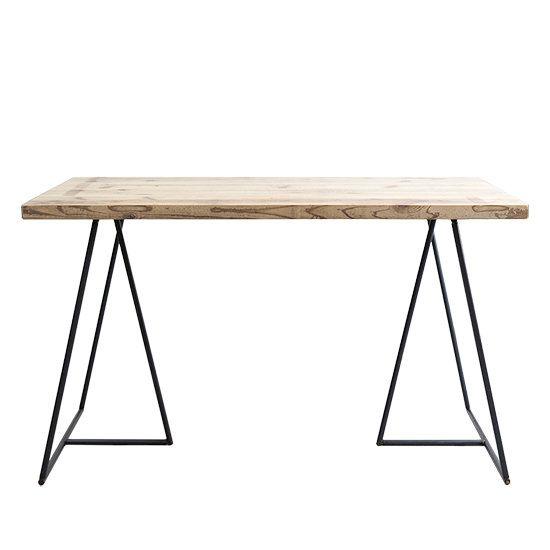 - Dichotomic / ディコトミック- が製作を行う、無垢古材天板D785 フィンレッグアイアンダイニングテーブルの商品ページです。アイアン脚だけで自立することができる「アイアンフィンレッグ」と、当店オリジナルの無垢古材をを組み合わせたアイアン脚テーブルです。アイアン脚に天板を乗せるだけで完成させることができるテーブルなので、様々なシーンで活躍してくれます。もちろん、天板を固定して使用することもできるので、ダイニングテーブルやデスクとしてもご利用頂けます。デザイン性と実用性に優れたユーズド感溢れるテーブルをお探しの方におすすめです。