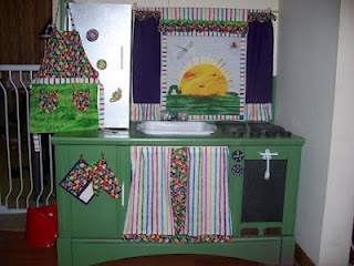 Custom play kitchen with matching textiles: Trumpets Players, Gingerland Couture, Crafts Ideas, Custom Plays, Matching Textiles, Plays Kitchens, Robug Couture, Play Kitchens, Couture Robug