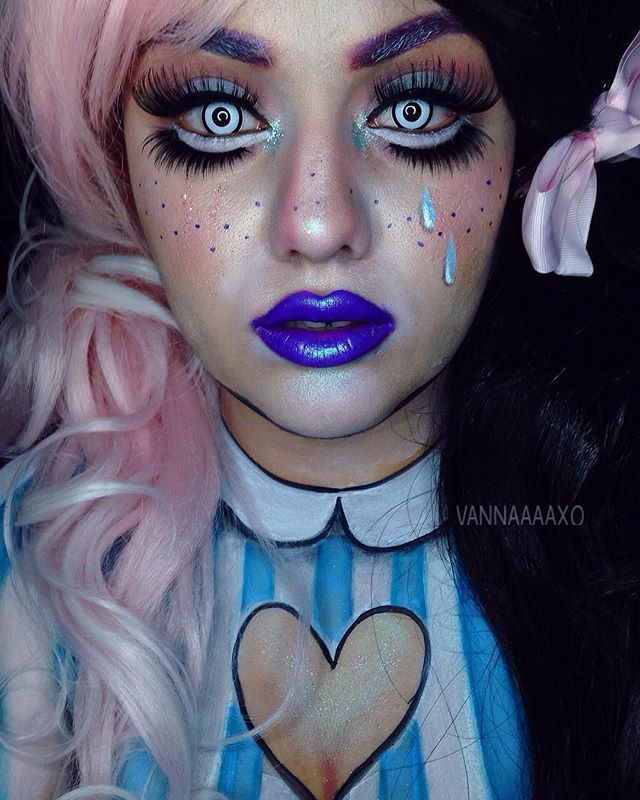 C R Y B A B Y Been wanting to do a @littlebodybigheart look for the longest & after seeing @mykie_ do it & getting invited to this collab I was beyond excited! Products: @mehronmakeup pastel & basic palette | black teeth paint @starcrushedminerals dark matter & tiffany pigments | callowlily & son of a peach glitters @meltcosmetics promiscuous shadow from lovesick stack @caocosmetics slate shadow from high fashion palette & brushes @lunatick_cosmetic_labs contour book palette & Gra...