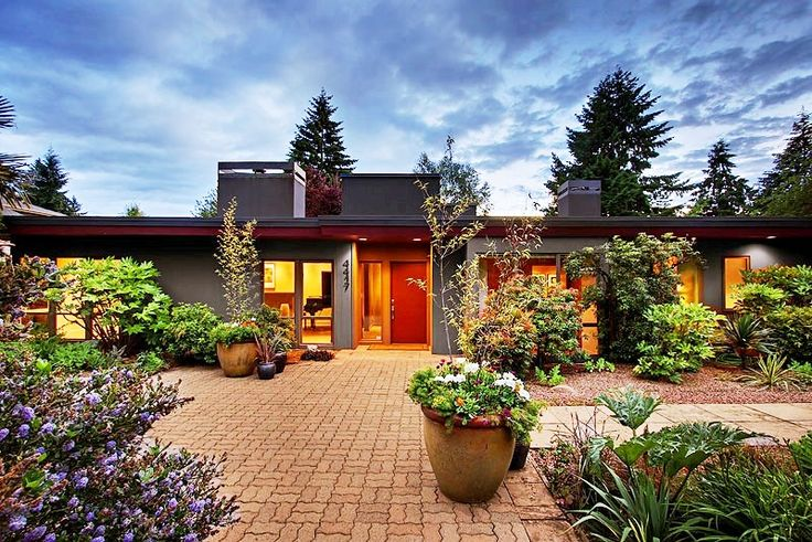 Beautiful Remodeled Mid-Century House in Mercer Island: Mercer Islands, Front Gardens, Mid Century Houses, Garden Design, Beautiful Remodel, Midcentury Houses, Front Yard, Islands Houses, Gardens Design
