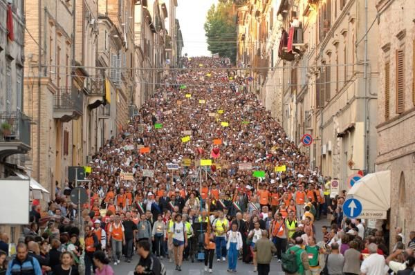 The annual pilgrimage from Macerata to #Loreto. The moment of arrival in Loreto. Il pellegrinaggio annuale a piedi da Macerata a Loreto. Il momento dell'arrivo a Loreto. www.pellegrimaggio.org