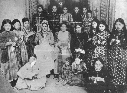 Erzurum Ermeni Kız okulu Öğrencileri.