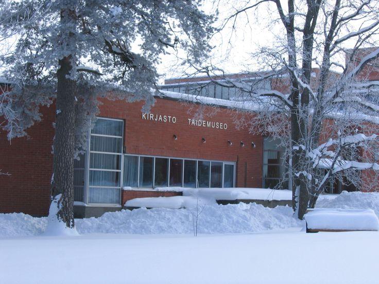 Kirjasto talven huuruisena