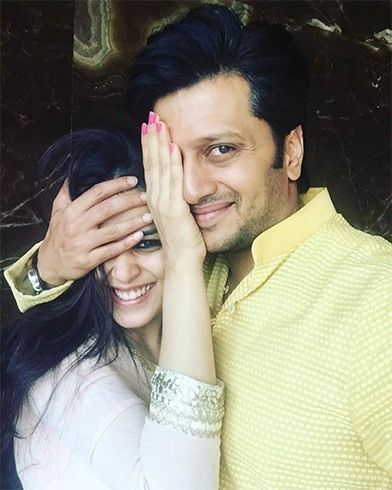 Riteish Deshmukh and Genelia selfie | #BollywoodSelfies
