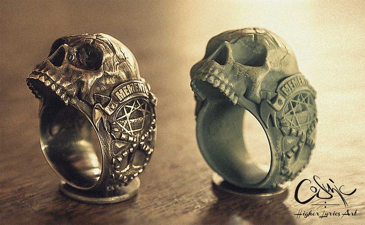 Memento mori silver skull ring. On the left side, there´s the silver cast with final polish & on the right side the wax printed version of it.