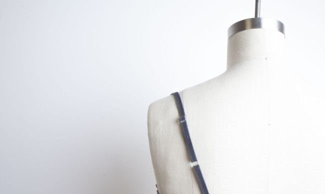 Free Tutorial: How to add an adjustable strap to a camisole, summer dress, etc.  Just mended a strappy top :-)