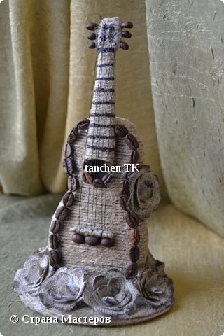 Поделка изделие 8 марта Моделирование конструирование Романтичная гитара Диски компьютерные Кофе Пеноплен фото 1