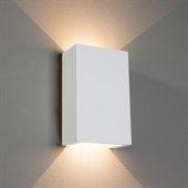 L'applique LED Fabiola diffuse une lumière indirecte et peut être peinte selon l'envie de chacun  Cette applique ne peut diffuser la lumière que vers le haut et le bas, car son cache est en plâtre. Sans aucun doute, cette applique LED propage une atmosphère particulièrement belle dans les foyers de toutes sortes, que ce soit dans le salon comme lumière d'appoint ou dans le couloir pour un éclairage standard avec plusieurs luminaires en série.