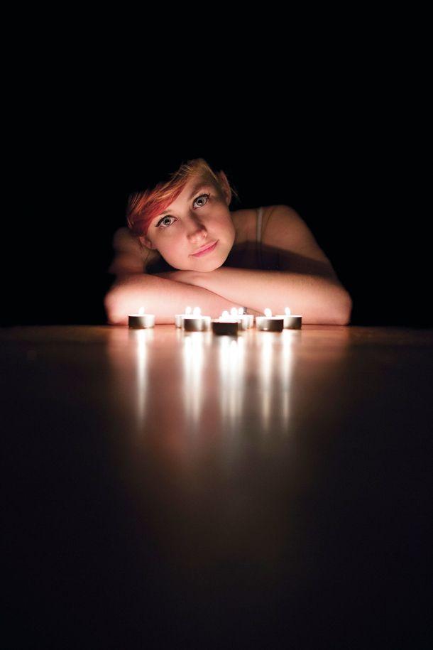 Christmas Picture Ideas: 03 Shoot a candle-lit portrait