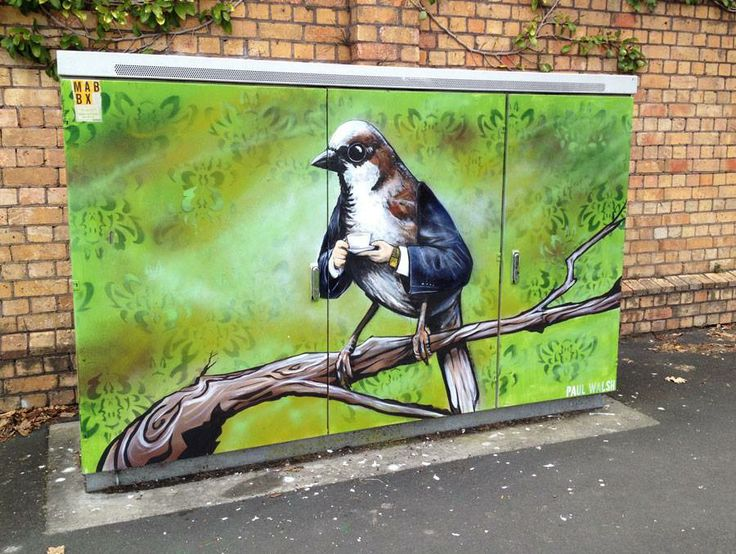 Street Art Bird with arms de Paul Walsh