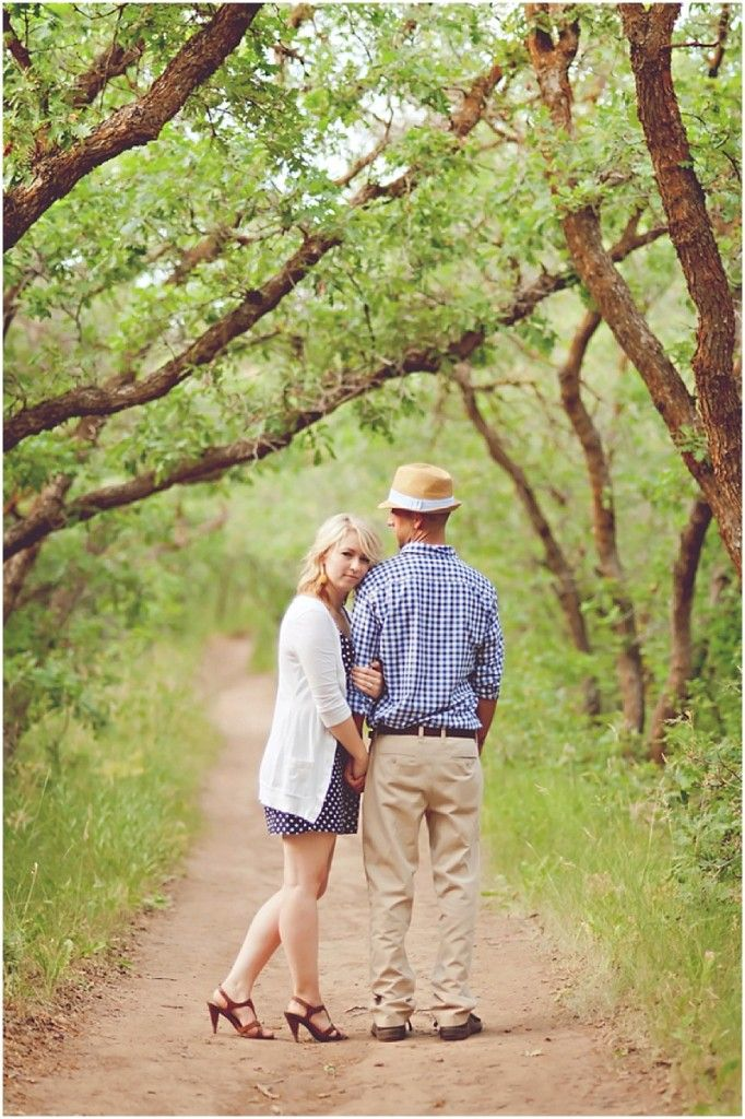 Outdoor Engagement | outdoor engagement photo shoots