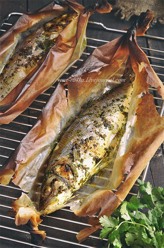 Вкусная, нежная и ароматная рыбка, в маринаде из петрушки и кинзы. Запекается в духовке в пергаментной бумаге. Если в конце запекания включить верхний гриль, бумага немного опалится и придаст рыбе аромат дымка. А на гарнир сделала запеченную тыкву с фетаксой и розмарином. Отнесу оба этих рецепта в…