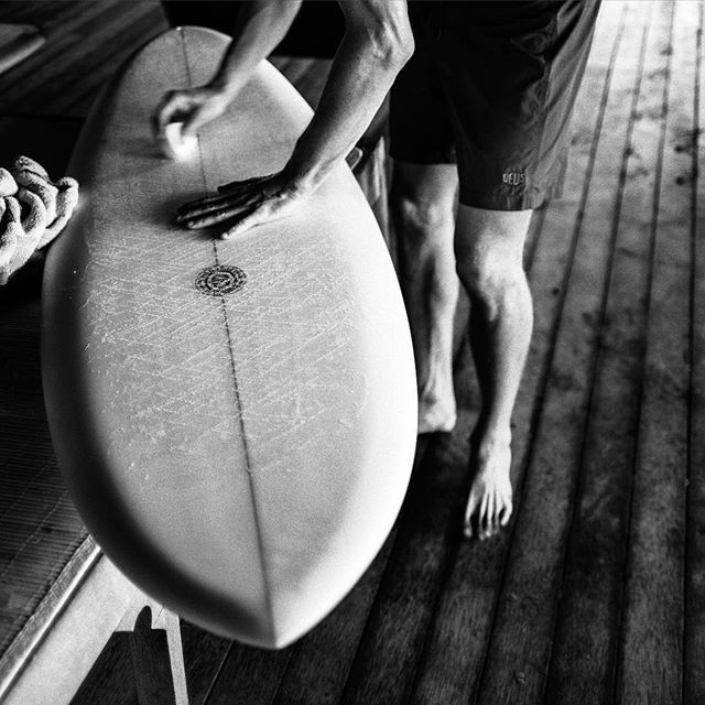 @harrisonsan waxing up his brand new @nealpurchasejnr channel-bottom single. You cant see it here but his smile was ear to ear.⠀ New Deus board shorts are also available now at deuscustoms.com Image by @tbhphoto