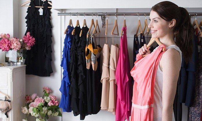 Модные советы 👛 Сохраните себе, чтобы не потерять! 1. Для демонстрации декольте в пиджаке с глубоким вырезом, обязательно наденьте контрастного цвета топ. 2. В гардеробе должны быть вещи на все случаи вашей жизни. Это одежда для дома, шопинга, работы, нарядная одежда. Все эти вещи должны быть уместными, стильными и хорошо сидящими на вас. 3. Полным женщинам можно носить черный цвет, скрывающий недостатки. Но стоит и подчеркнуть достоинства, добавив пару ярких элементов, например, в области…