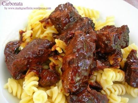 Carbonata – italienischer Rindfleisch Eintopf mit Bier und Senfsauce