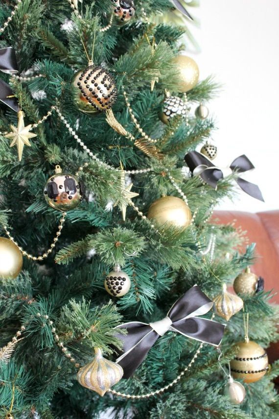 Gold Christmas Ornaments, Christmas Ideas, White Christmas, Christmas  Stuff, Xmas, Diy Projects, The Black, Holiday, Party