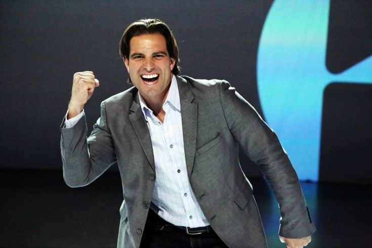 Real estate investor and contractor scott mcgillivray for How much is scott mcgillivray house