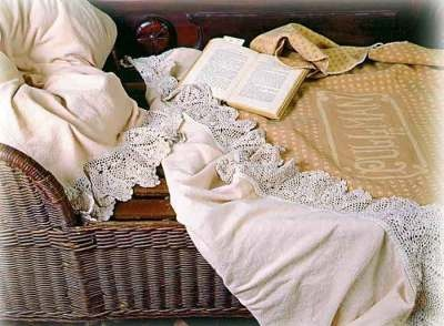 Thistledown Flannel Bedclothes: Cottages Cozy, Flannels Beds, Flannels Sheet, Cottages Linens, Victorian Trade, Crochet Lace, Beds Sets, Flannels Bedcloth, Cream Flannels